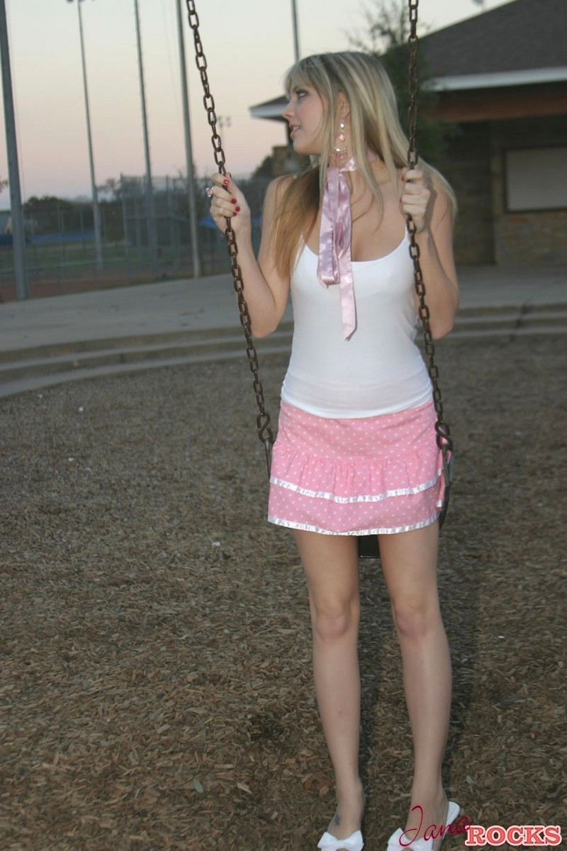 A blonde cam girl from san francisco maturbating on webcam - 1 5